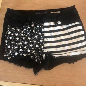 Black heart flag shorts